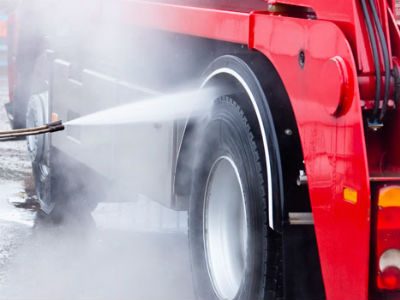 Truck-Washing-and-Cleaning